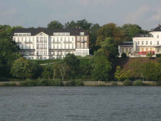 Das Weisse Hotel an der Elbchaussee: Hotel von der Elbe aus