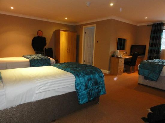 The Faenol Fawr Country Hotel & Leisure Club: Room (person blurred to protect the innocent)