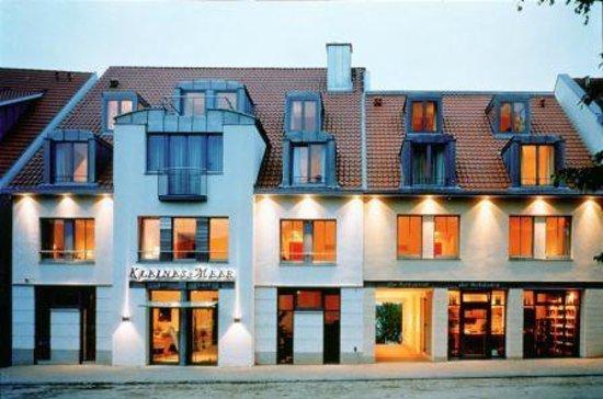 Kleines Meer: Hoteleingang - Alter Makrt