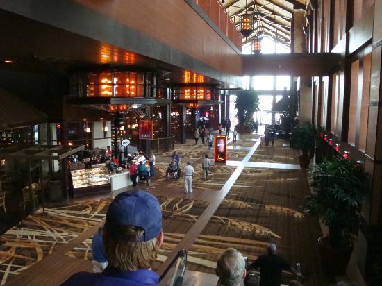 L'Auberge Casino & Hotel: L'Auberge lobby