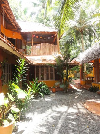 Ananda Bliss Yoga Hotel: Courtyard area