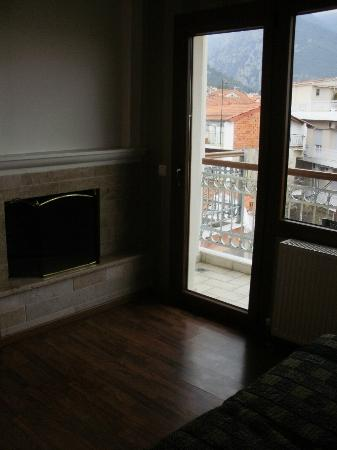 Olympus Mediterranean: Fireplace in bedroom