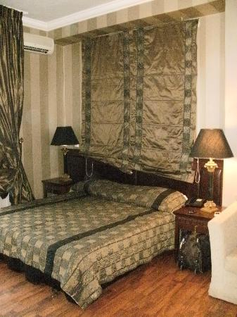 Olympus Mediterranean: Master bed