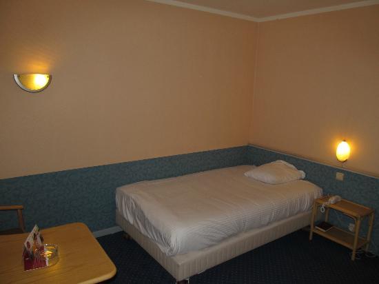 Leonardo Hotel Charleroi City Center : Leonardo Hotel Charleroi Room with bed
