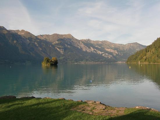 Hotel Bellevue Iseltwald: Blick von der Sonnenterrasse auf den See