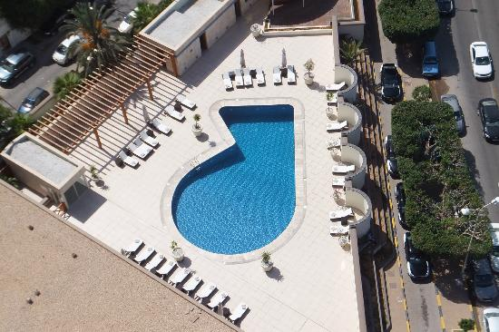 Al Mahary Radisson Blu Hotel, Tripoli : Swimming pool