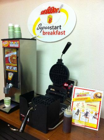 Super 8 Colorado Springs Airport: Make your own Waffles