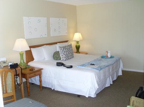Naples Courtyard Inn : Notre chambre spacieuse