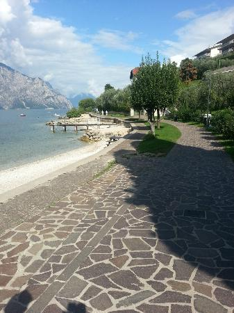 Villa Edera: Walkway to and from town