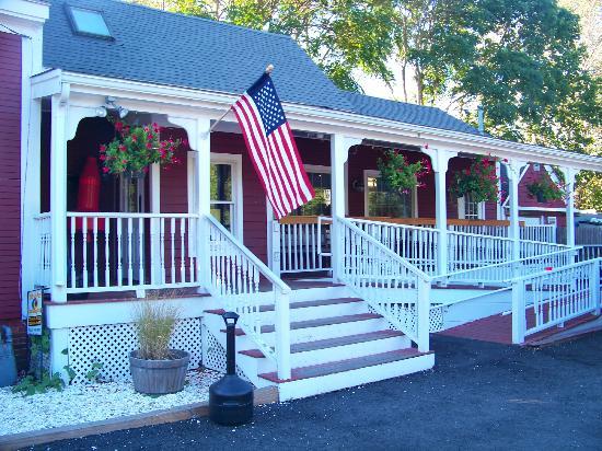 Red Nun Bar & Grill : Red Nun Restaurant