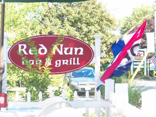 Red Nun Bar & Grill: Restaurant sign
