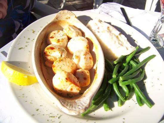 Red Nun Bar & Grill: Baked Scallops