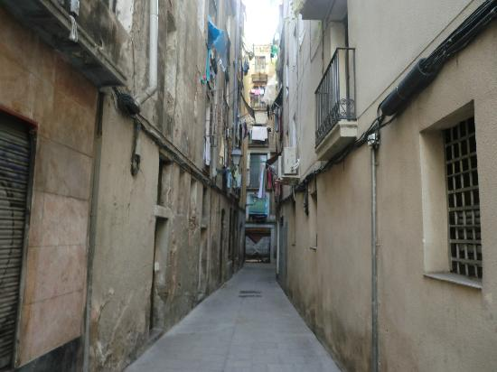The alley where Ramblas Point Studios are located