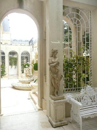 Ritz Paris: jardin intérieur en passant par la galerie