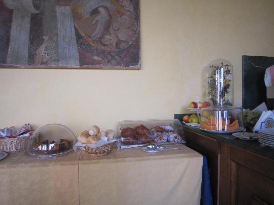 Hotel Merlini: Чудесные круассаны и вкуснейший кофе!