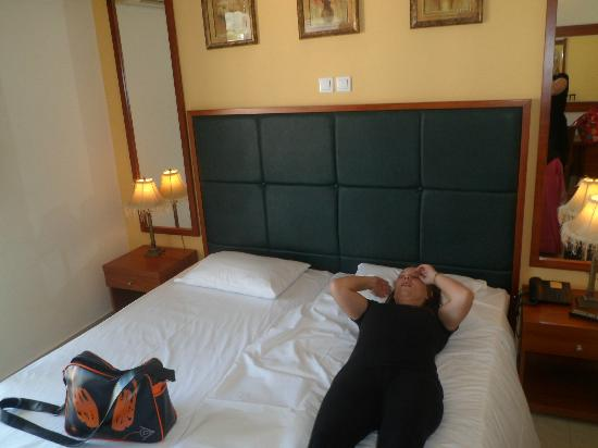 Ionis Art Hotel: bed