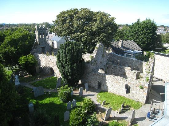 Dalkey Castle and Heritage Centre: St Begnet's church & graveyard