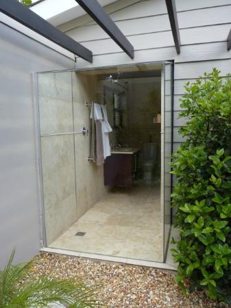 Keren's Vine: Bathroom