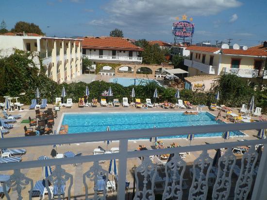 Ionis Art Hotel: pool