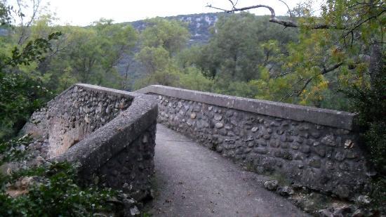 Mas de Luzière : le pont de Vareilhes