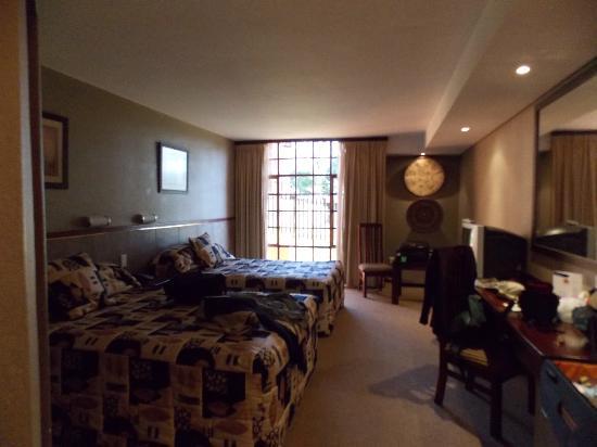 Pine Lake Inn: chambre spacieuse