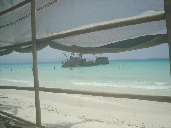 Estacio Uno Lifestyle Resort: View of Willy's Rock from the Cabana
