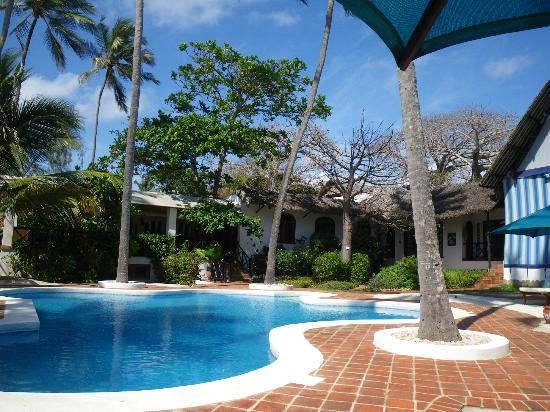 Diani Blue: pool area at center of hotel
