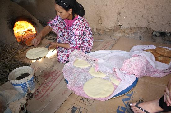 Berber Cultural Center: Making the bread