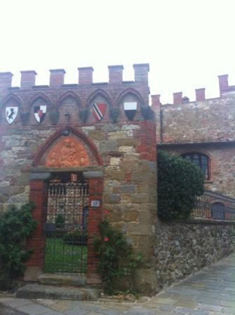 Castelletto di Montebenichi: vista esterna