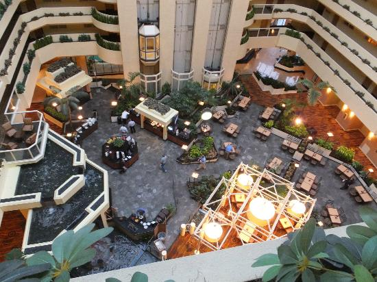 Embassy Suites by Hilton LAX North: Breakfast is served