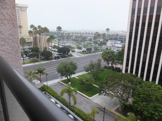 Embassy Suites by Hilton LAX North: View from the room