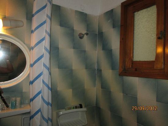 Poseidon Hotel - Suites: Bathroom fittings