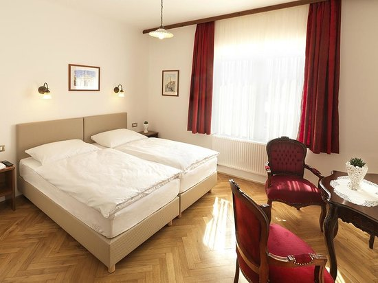 Alo Hotel: room