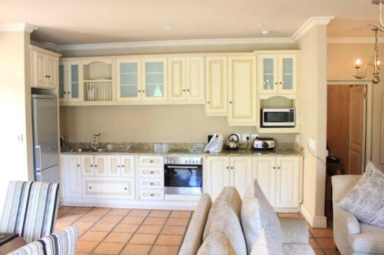 L'Ermitage Franschhoek Chateau & Villas: Well equipped Kitchenette