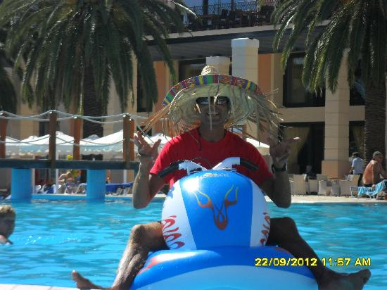 Roda Beach Resort & Spa: mano the lifeguard