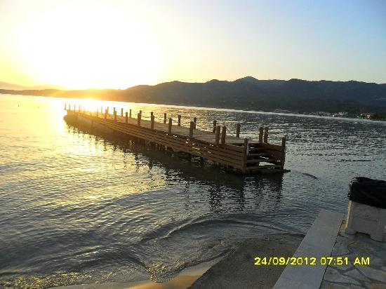 Roda Beach Resort & Spa: pontoon
