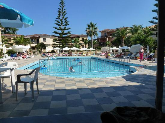 St Denis Apartments: Super pool