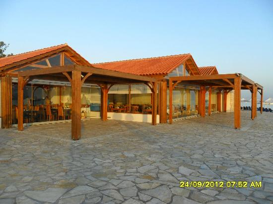 Roda Beach Resort & Spa: 3 restaurants