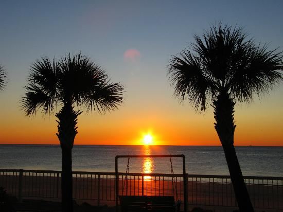 The King and Prince Beach and Golf Resort: This is the sunset view from my porch!