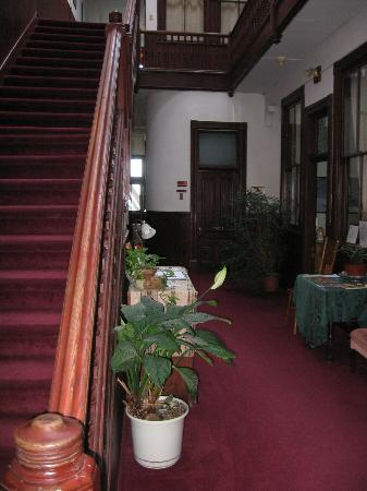 The Waterstreet Hotel: Second floor hallway and coffee area