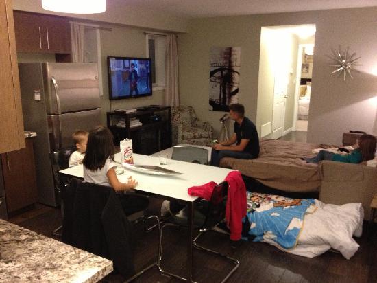 Boardwalk Homes Executive Guest Houses & SUITES!: Living area
