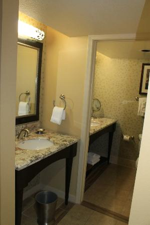 Cheyenne Mountain Resort Colorado Springs, A Dolce Resort: Our bathroom area