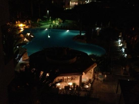Hotel St. George: pool at night