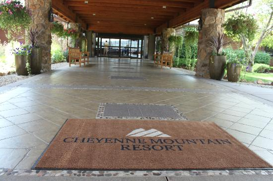 Cheyenne Mountain Resort: Resort Entrance