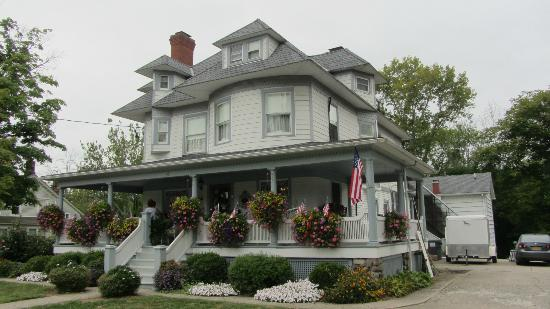 Pine Bush House Bed & Breakfast: Stay here and be happy!