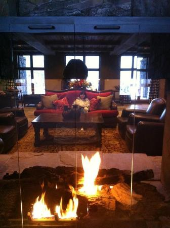 Miners Club: Sitting in the lobby by the fire
