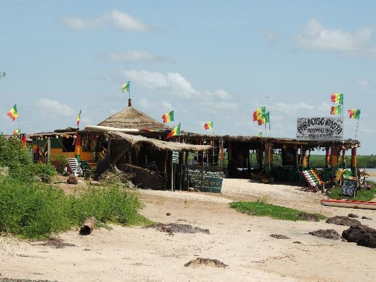 Africa Queen : les paillotes de la lagune