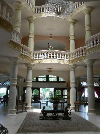 The Palace at Playa Grande: First floor, common area with ping pong and pool table.