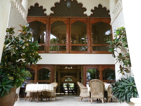 The Palace at Playa Grande: Covered outdoor dining area, we loved it.