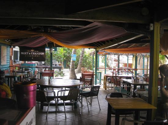 Orient Bay Beach: bikini beach bar